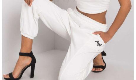 Białe spodnie dresowe damskie