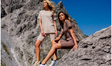 Sportowe ubrania na lato damskie - monochromatyczne krótkie komplety