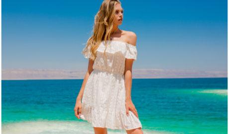 Sukienki z falbanami - biała hiszpanka na lato