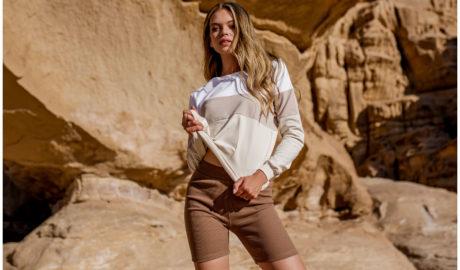 Trzykolorowa bluza damska w odcieniach ciepłego beżu