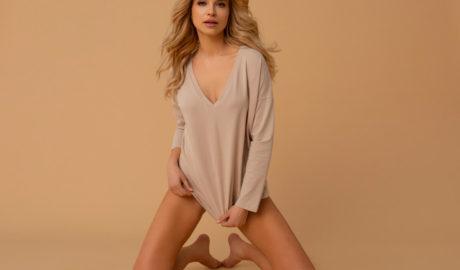 Klasyczna bawełniana bluzka damska to podstawa stylizacji
